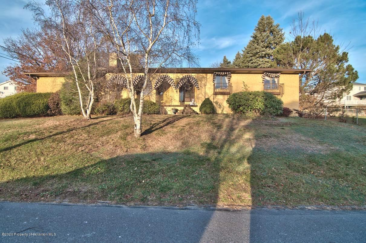 201 Naphin Hill Dr, Dunmore, Pennsylvania 18512, 5 Bedrooms Bedrooms, 10 Rooms Rooms,2 BathroomsBathrooms,Single Family,For Sale,Naphin Hill,20-4982