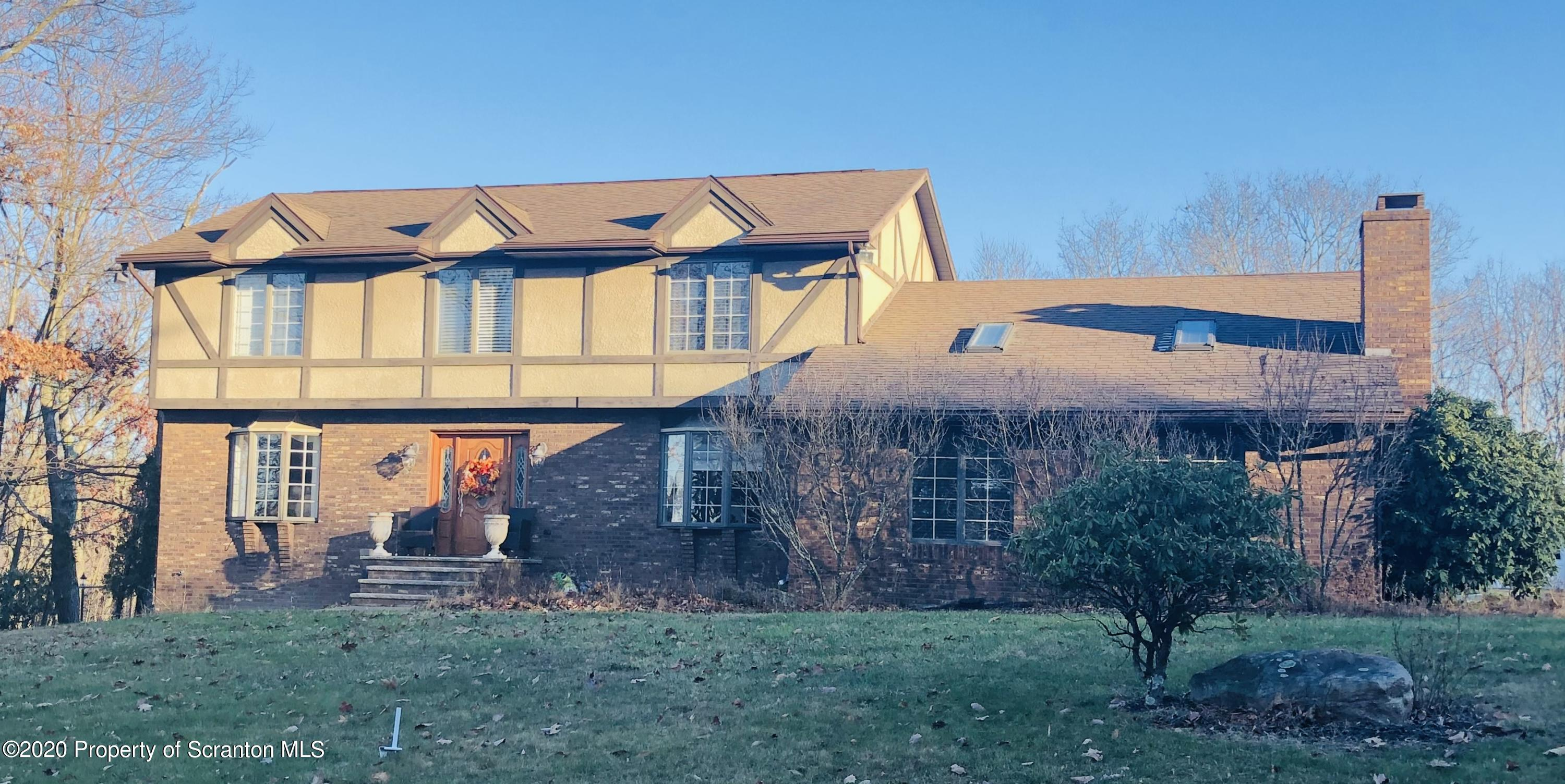 956 September Drive, Dunmore, Pennsylvania 18505, 4 Bedrooms Bedrooms, 9 Rooms Rooms,3 BathroomsBathrooms,Single Family,For Sale,September,20-5201