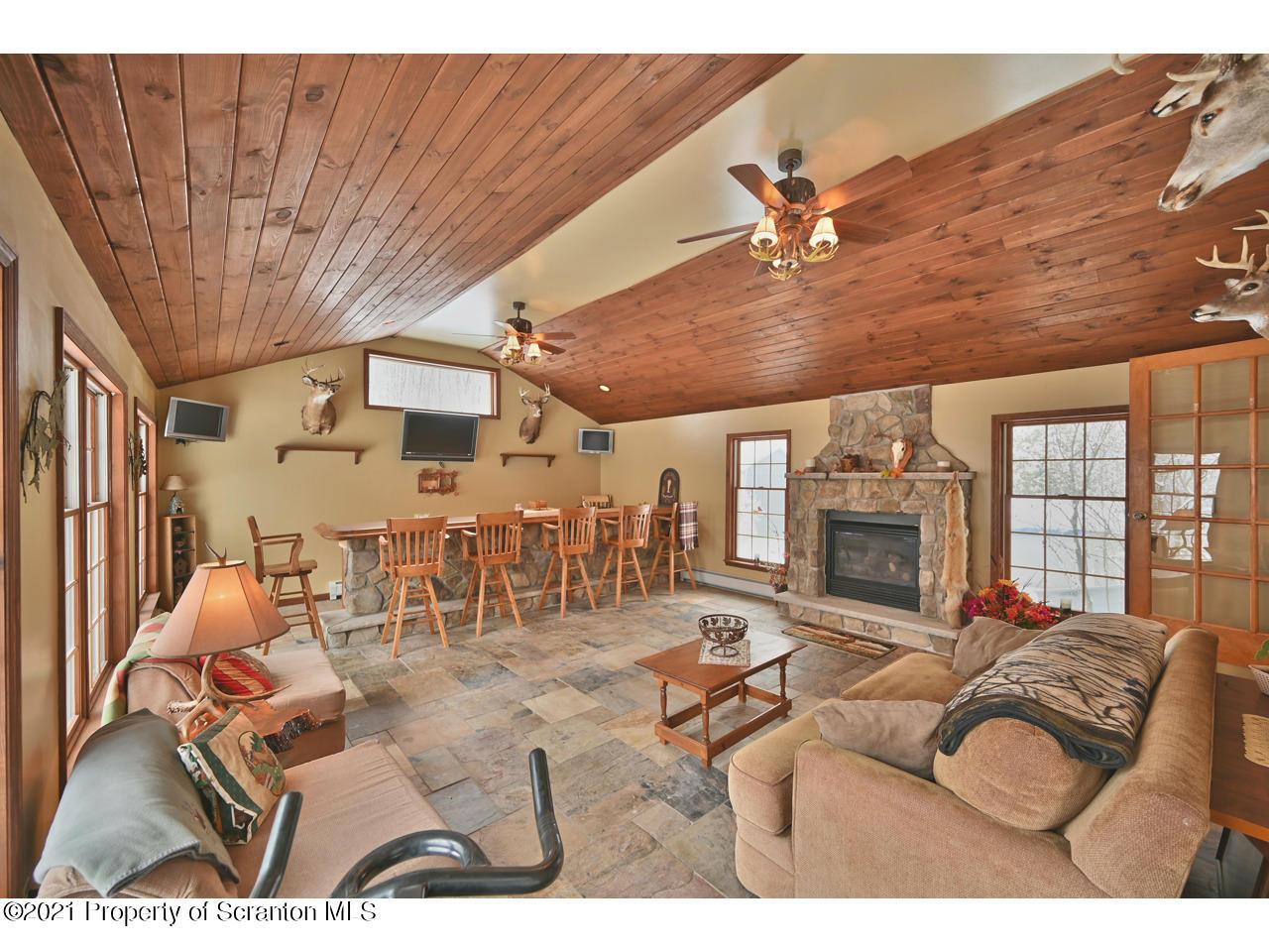 323 Fallbrook Rd, Fell Twp, Pennsylvania 18407, 4 Bedrooms Bedrooms, 10 Rooms Rooms,4 BathroomsBathrooms,Single Family,For Sale,Fallbrook,21-32