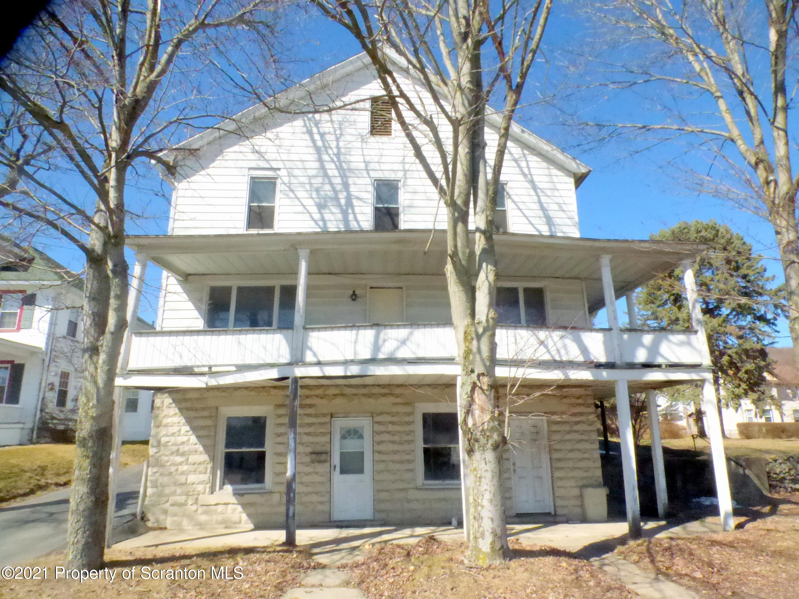 213 Main St, Mayfield, Pennsylvania 18433, 5 Bedrooms Bedrooms, 8 Rooms Rooms,2 BathroomsBathrooms,Single Family,For Sale,Main,21-779