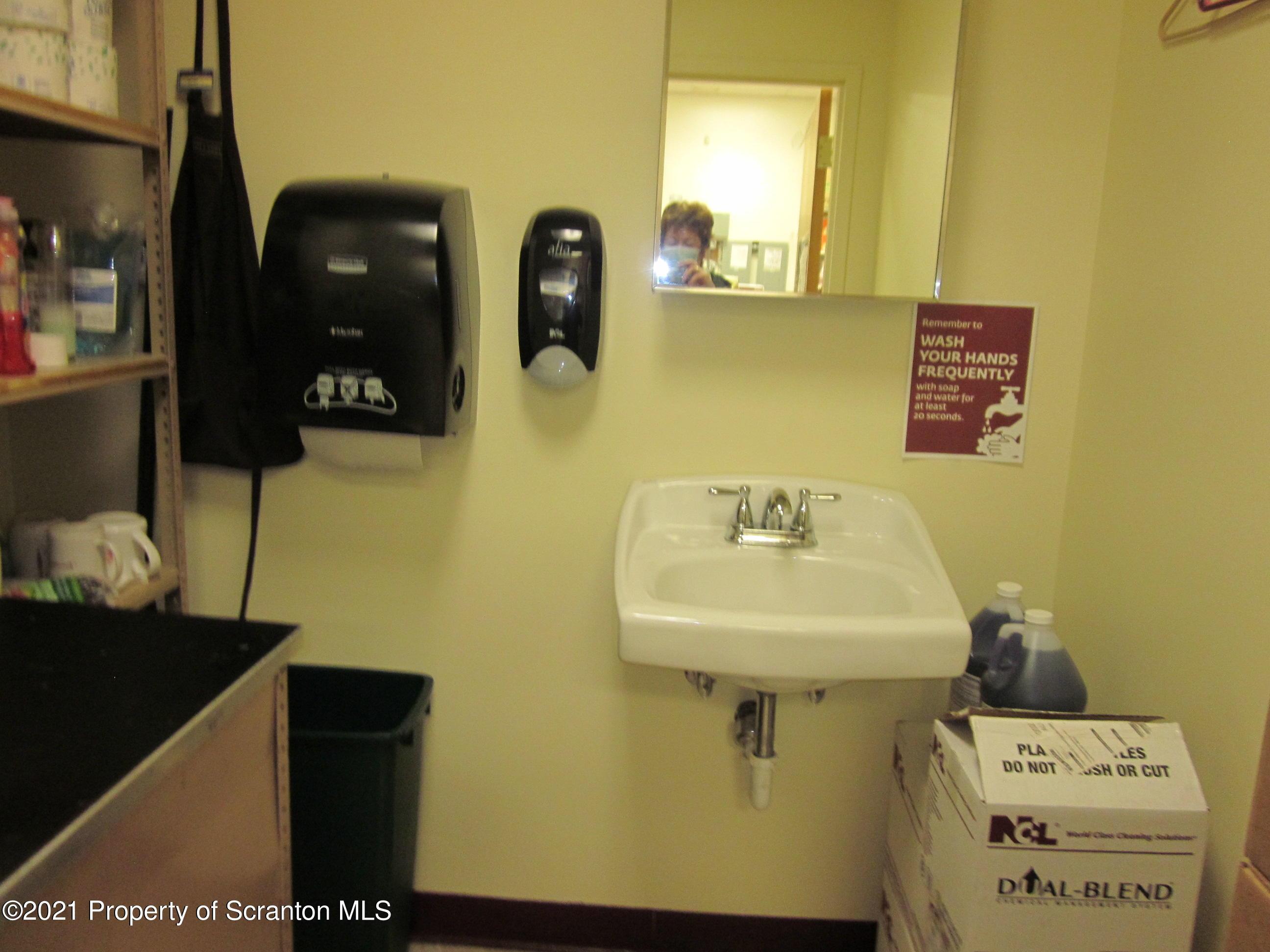 60-70 Keystone Ind Park Rd, Dunmore, Pennsylvania 18512, ,3 BathroomsBathrooms,Commercial,For Sale,Keystone Ind Park,21-964