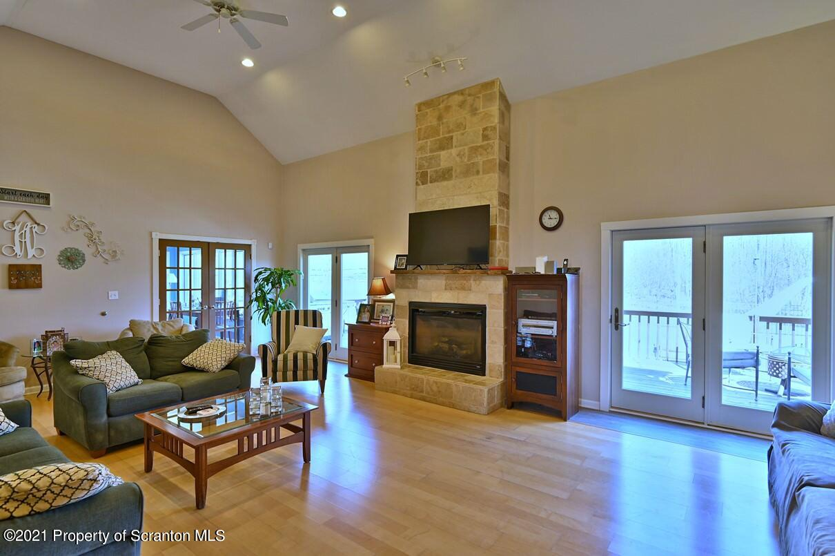 118 Hilltop Rd, Waverly Twp, Pennsylvania 18414, 4 Bedrooms Bedrooms, 11 Rooms Rooms,5 BathroomsBathrooms,Single Family,For Sale,Hilltop,21-1178