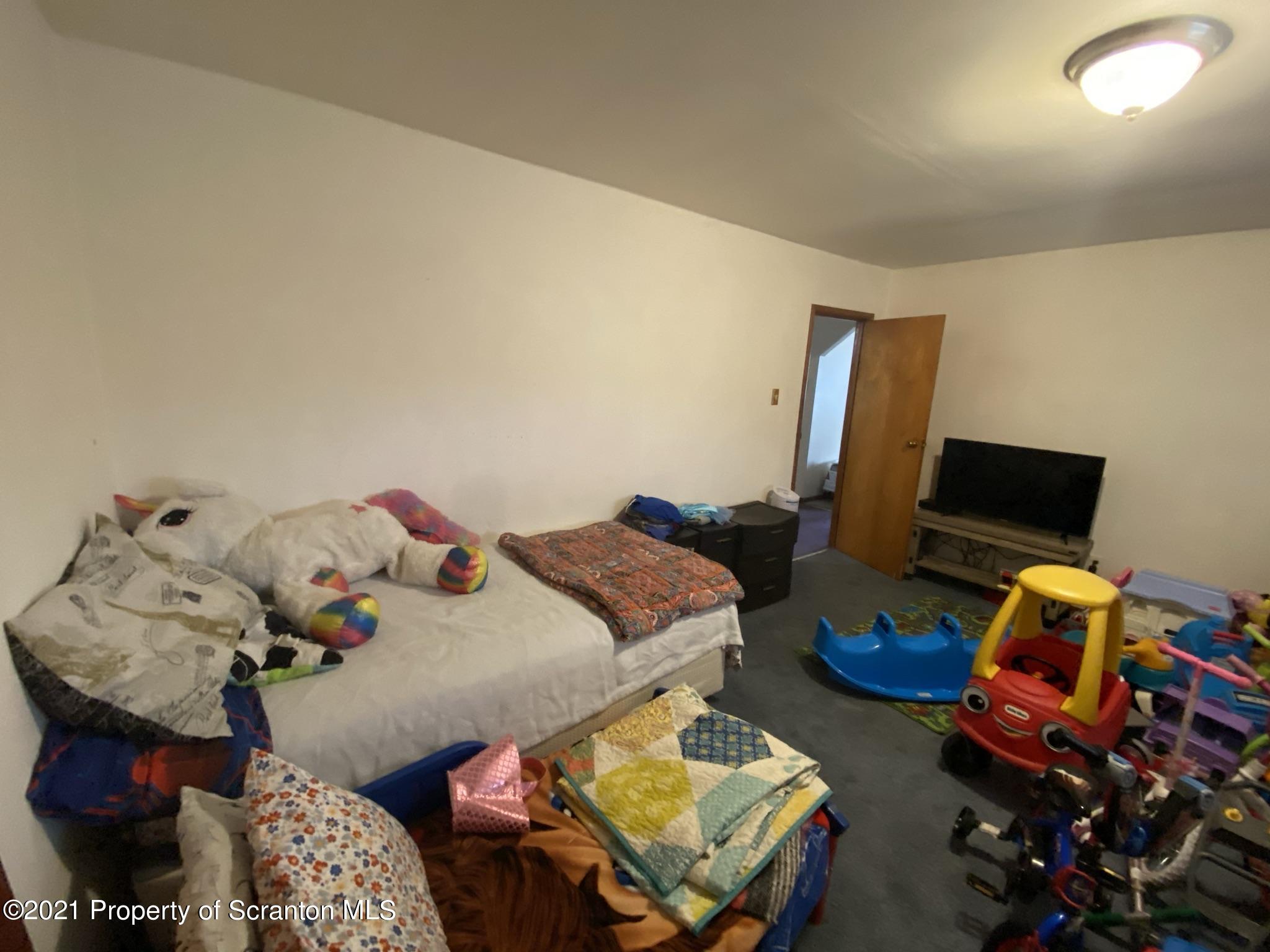 815 Meehan St, Dickson City, Pennsylvania 18519, 2 Bedrooms Bedrooms, 4 Rooms Rooms,1 BathroomBathrooms,Single Family,For Sale,Meehan,21-1181