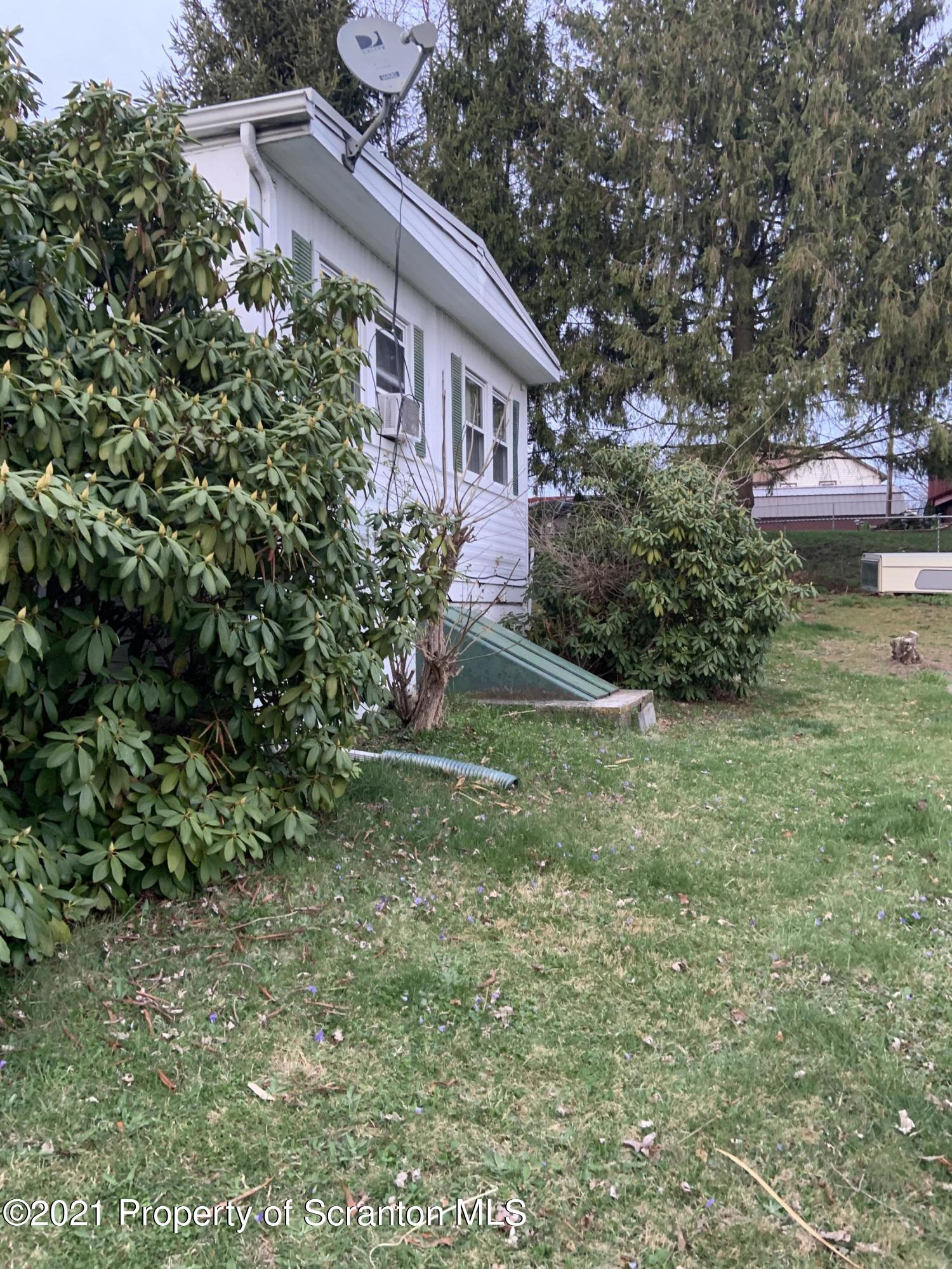 423 Carter, Old Forge, Pennsylvania 18518, 3 Bedrooms Bedrooms, 6 Rooms Rooms,2 BathroomsBathrooms,Single Family,For Sale,Carter,21-1184