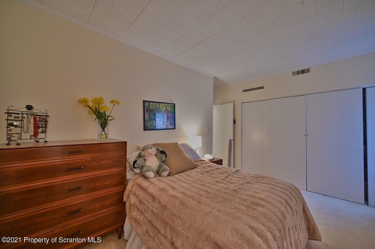 550 Clay Ave Unit 5D, Scranton, Pennsylvania 18510, 2 Bedrooms Bedrooms, 5 Rooms Rooms,2 BathroomsBathrooms,Residential - condo/townhome,For Sale,Clay Ave Unit 5D,21-1330
