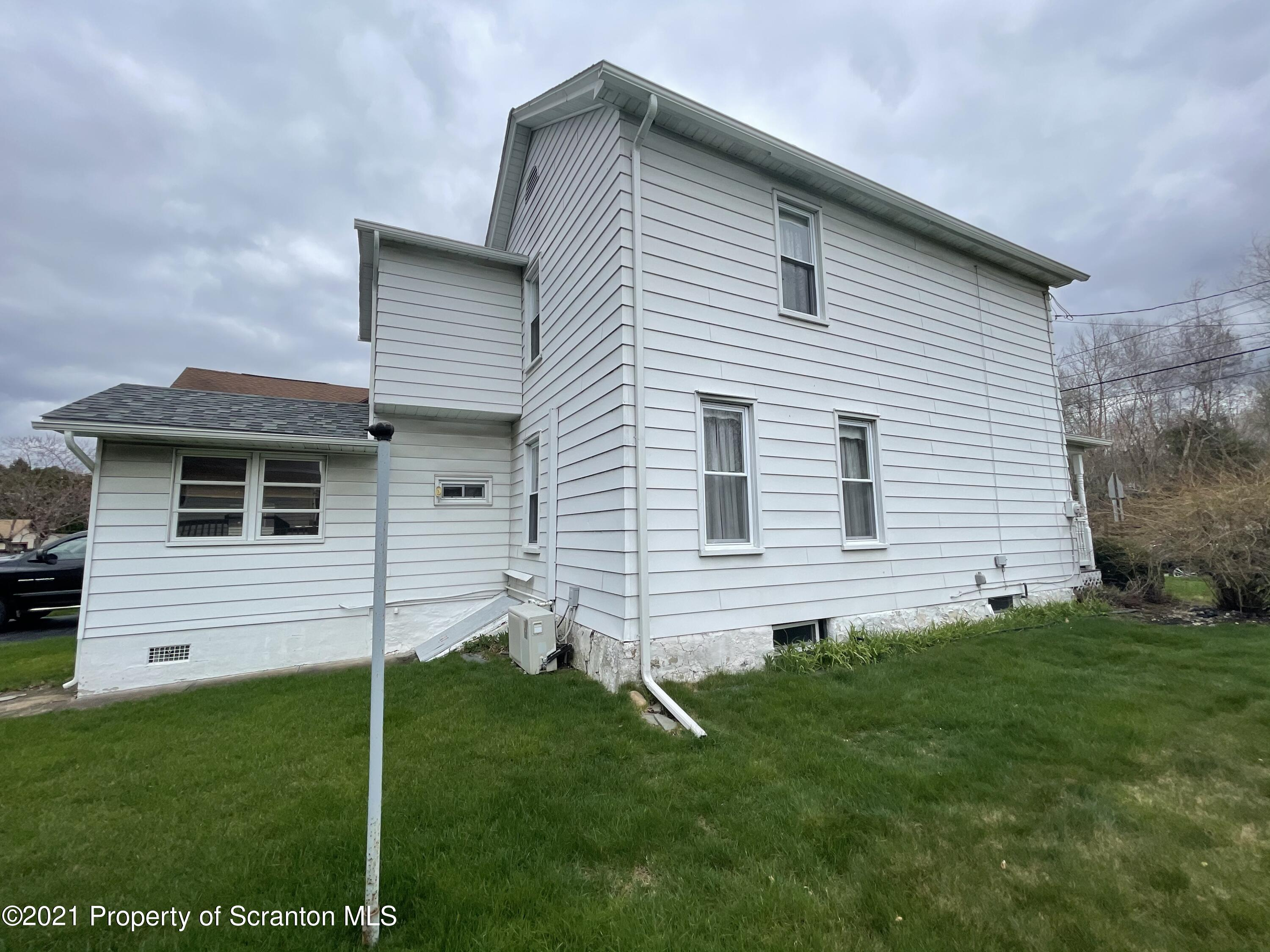 1017 Lackawanna Ave, Mayfield, Pennsylvania 18433, 3 Bedrooms Bedrooms, 7 Rooms Rooms,2 BathroomsBathrooms,Single Family,For Sale,Lackawanna,21-1343