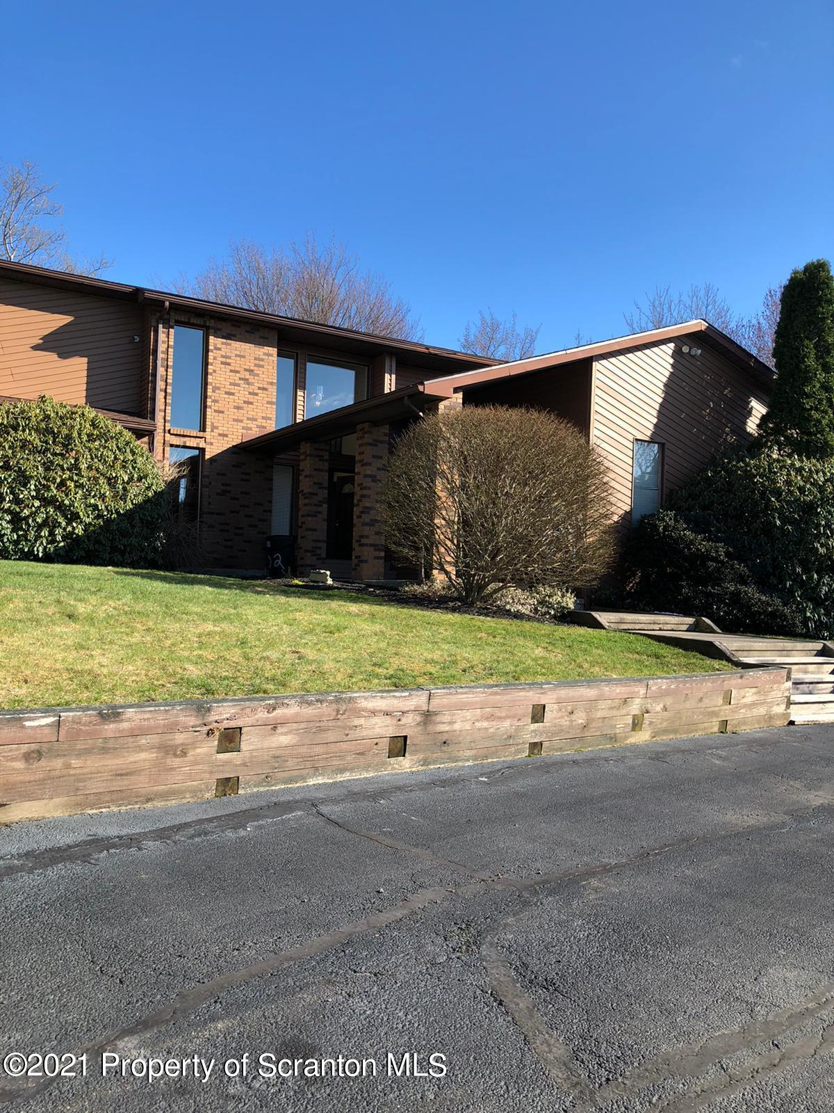 502 Willow Ln, Clarks Summit, Pennsylvania 18411, 5 Bedrooms Bedrooms, 11 Rooms Rooms,3 BathroomsBathrooms,Single Family,For Sale,Willow,21-1397
