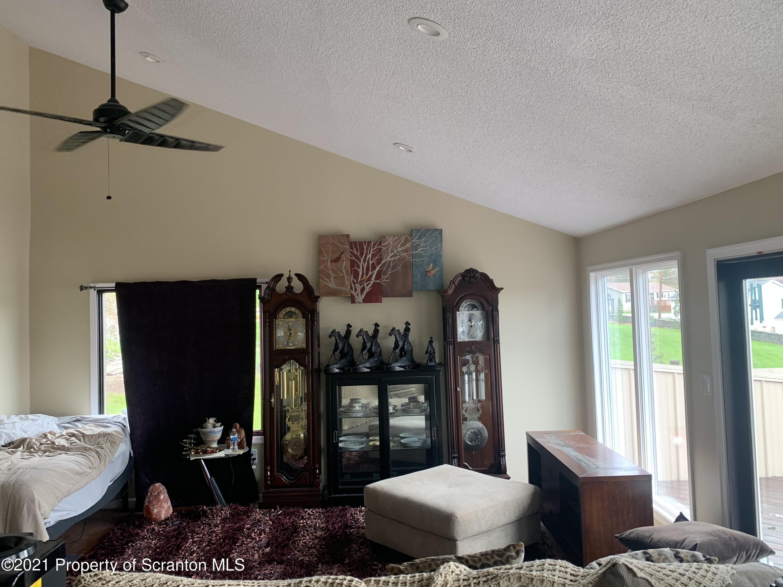 230 Carriage Lane, Lake Winola, Pennsylvania 18625, 3 Bedrooms Bedrooms, 6 Rooms Rooms,1 BathroomBathrooms,Single Family,For Sale,Carriage,21-1456