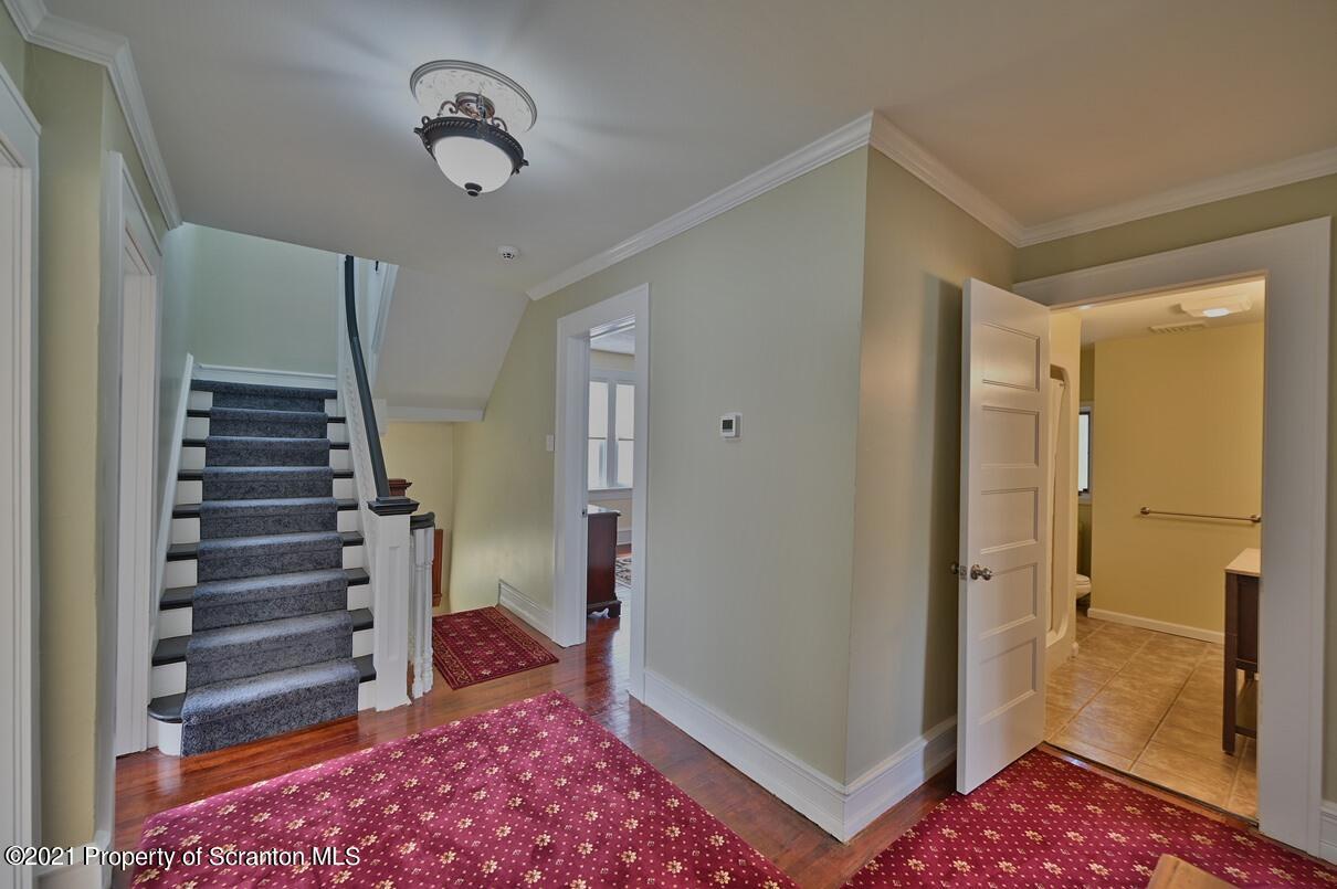 300 Chestnut St, Dunmore, Pennsylvania 18512, 7 Bedrooms Bedrooms, 13 Rooms Rooms,4 BathroomsBathrooms,Single Family,For Sale,Chestnut,21-1547