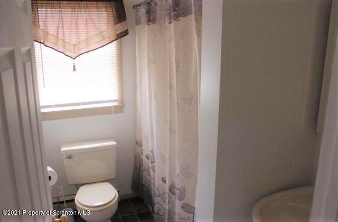 1834 Lakeview Drive, Lake Ariel, Pennsylvania 18436, 5 Bedrooms Bedrooms, 8 Rooms Rooms,2 BathroomsBathrooms,Single Family,For Sale,Lakeview,21-1640
