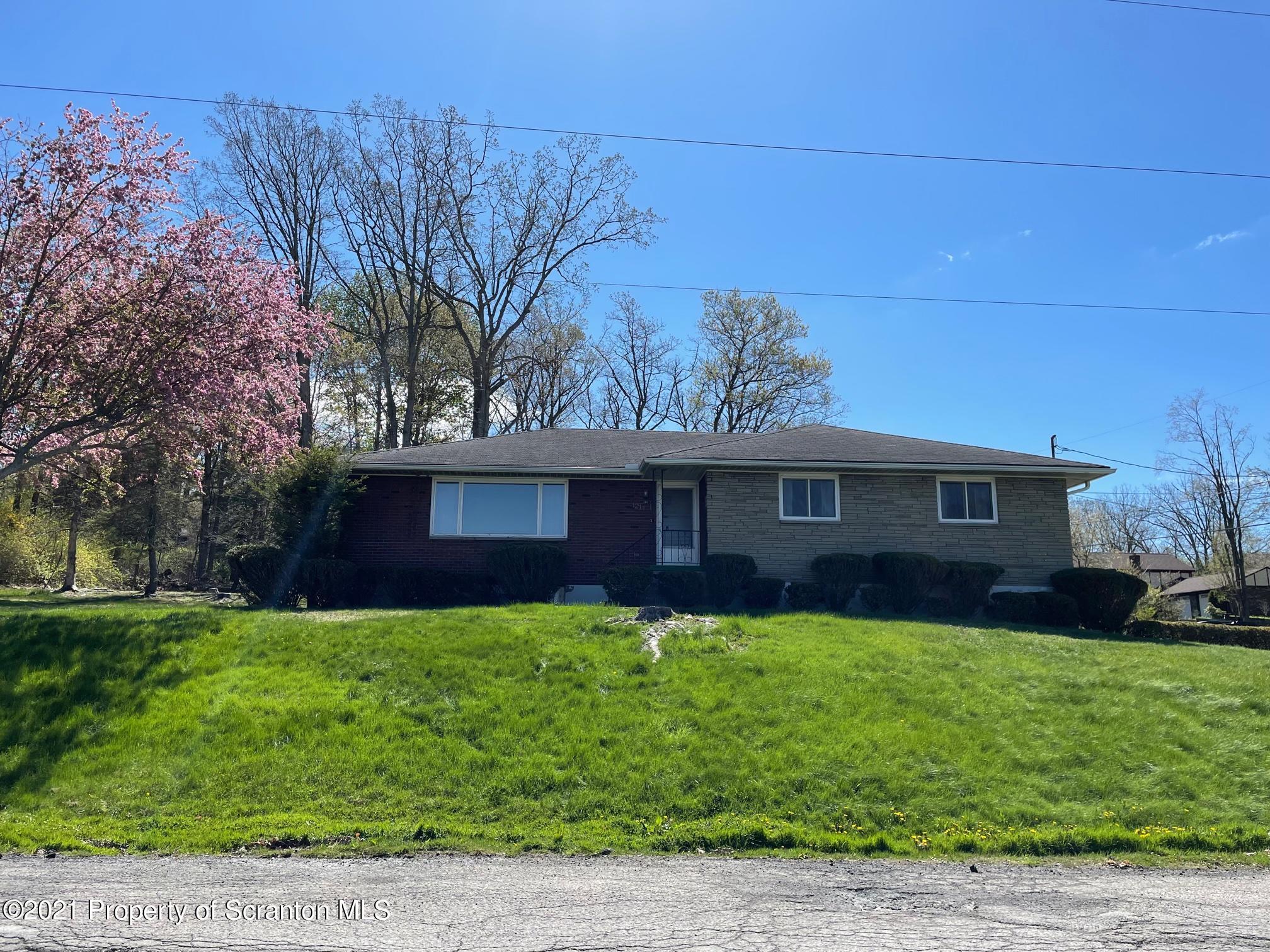 1211 Rollin St, Scranton, Pennsylvania 18505, 3 Bedrooms Bedrooms, 6 Rooms Rooms,2 BathroomsBathrooms,Single Family,For Sale,Rollin,21-1720