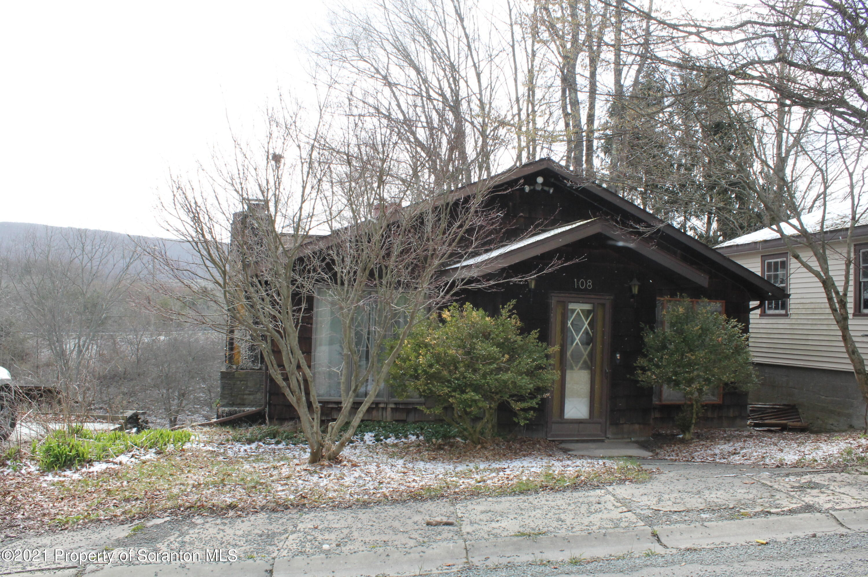 108 Darrow St, Union Dale, Pennsylvania 18470, 2 Bedrooms Bedrooms, 5 Rooms Rooms,1 BathroomBathrooms,Single Family,For Sale,Darrow,21-1862