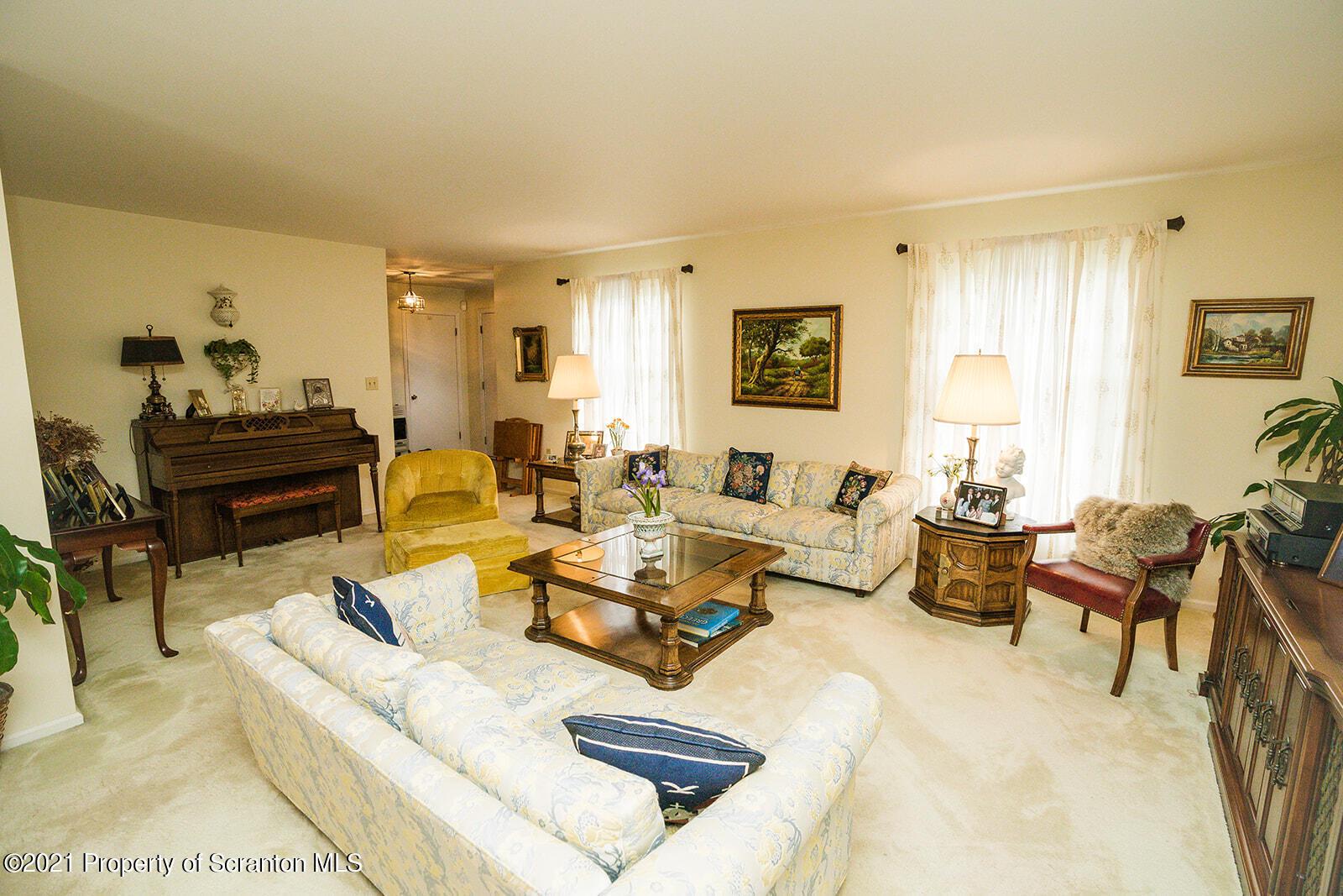822 Laconia Cir, Clarks Summit, Pennsylvania 18411, 3 Bedrooms Bedrooms, 7 Rooms Rooms,3 BathroomsBathrooms,Single Family,For Sale,Laconia,21-3131