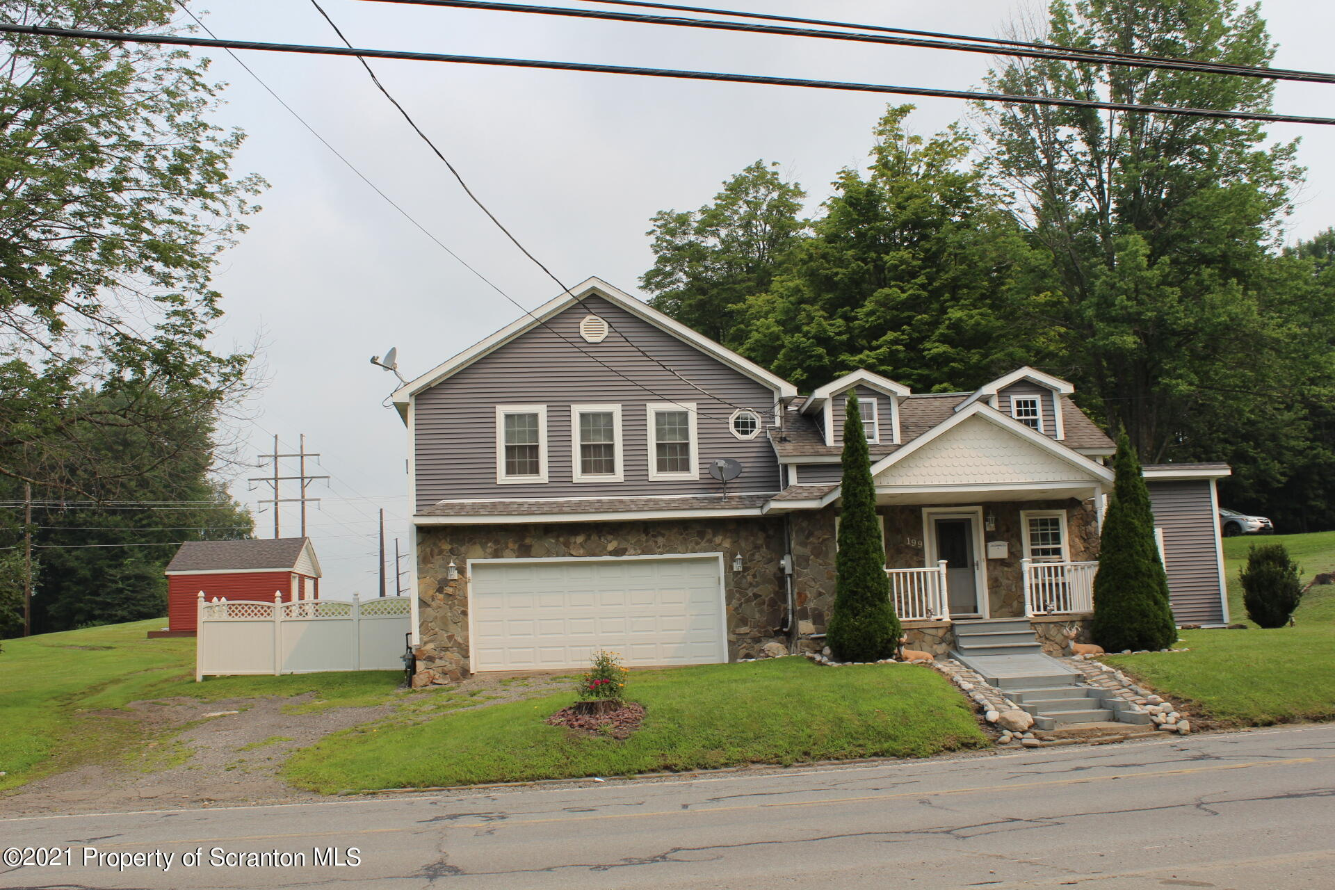 199 Canaan St, Carbondale, Pennsylvania 18407, 3 Bedrooms Bedrooms, 8 Rooms Rooms,3 BathroomsBathrooms,Single Family,For Sale,Canaan,21-3174