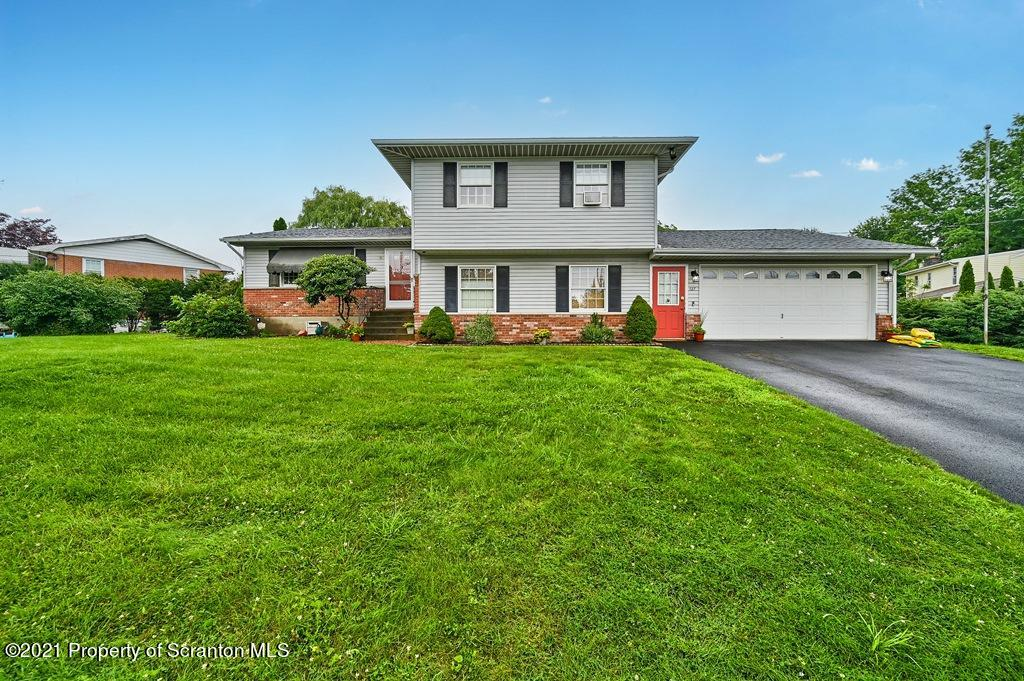 127 Edgewood Dr, Clarks Summit, Pennsylvania 18411, 4 Bedrooms Bedrooms, 8 Rooms Rooms,3 BathroomsBathrooms,Single Family,For Sale,Edgewood,21-3205
