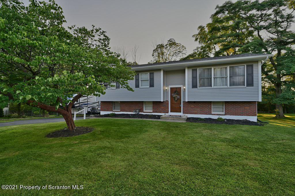 124 Edgewood Dr, Clarks Summit, Pennsylvania 18411, 4 Bedrooms Bedrooms, 8 Rooms Rooms,3 BathroomsBathrooms,Single Family,For Sale,Edgewood,21-3297