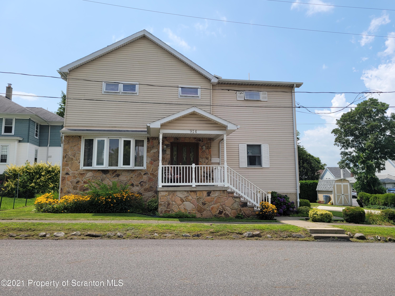 914 School St, Avoca, Pennsylvania 18641, 5 Bedrooms Bedrooms, 8 Rooms Rooms,3 BathroomsBathrooms,Single Family,For Sale,School,21-3381