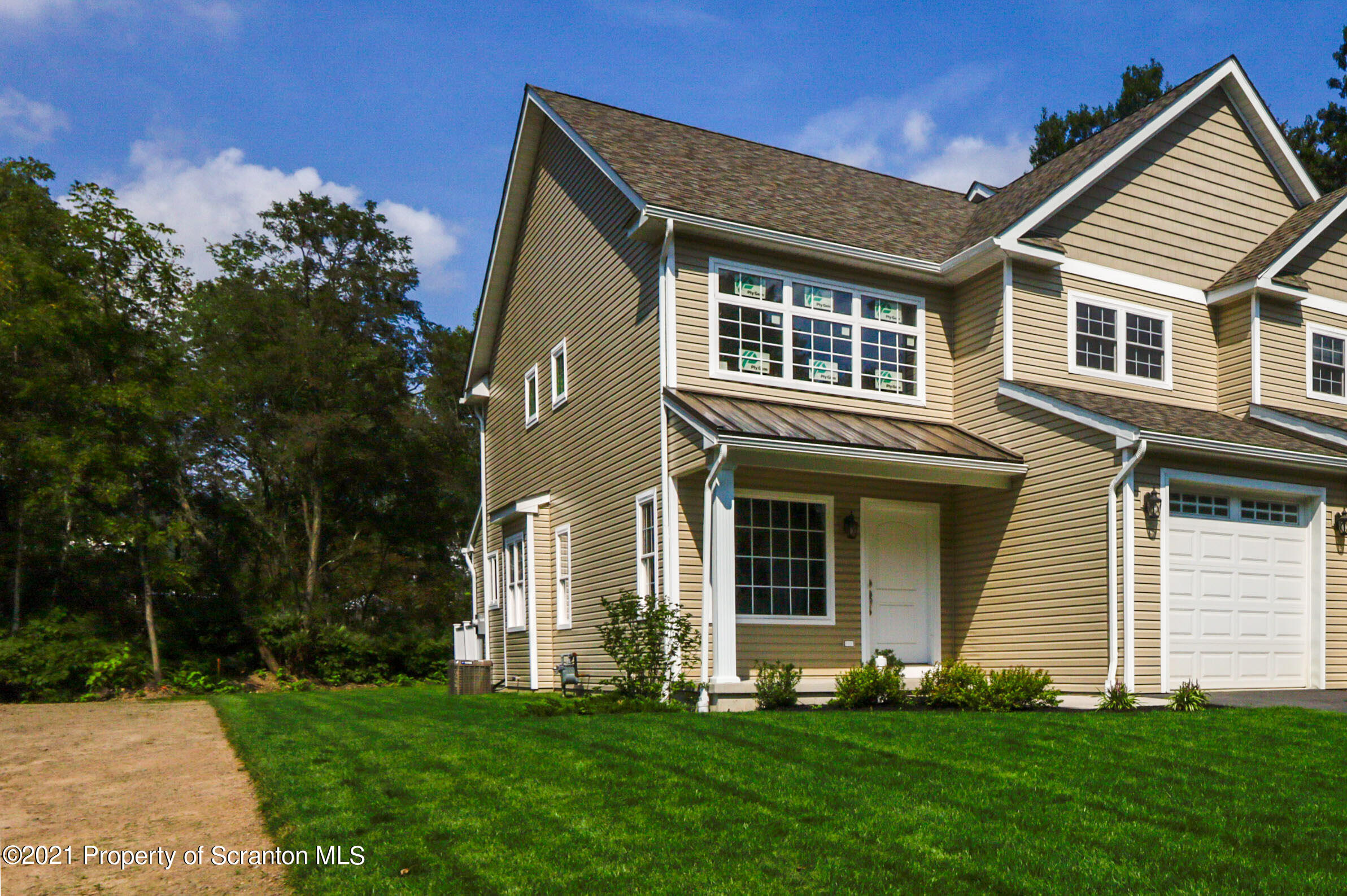 629 1st St, Archbald, Pennsylvania 18403, 3 Bedrooms Bedrooms, 6 Rooms Rooms,3 BathroomsBathrooms,Residential - condo/townhome,For Sale,1st,21-1073