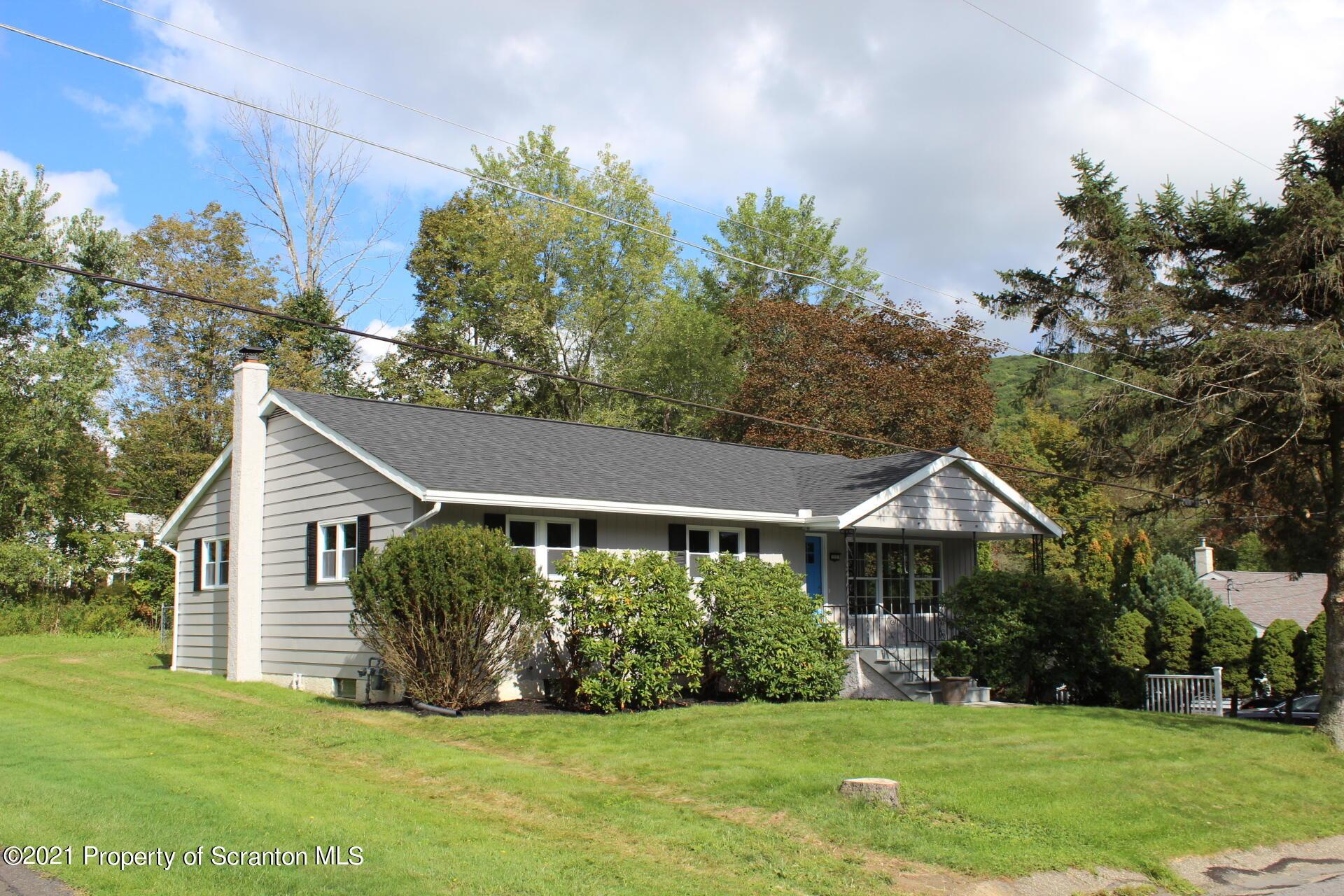 212 Sally Dr, South Abington Twp, Pennsylvania 18411, 4 Bedrooms Bedrooms, 8 Rooms Rooms,3 BathroomsBathrooms,Single Family,For Sale,Sally,21-4378