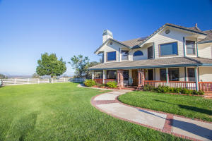Single Family Home for Sale at 11514 Platina Road Igo, California 96047 United States