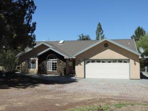 Casa Unifamiliar por un Venta en 43322 SHOSHONI LOOP Fall River Mills, California 96028 Estados Unidos