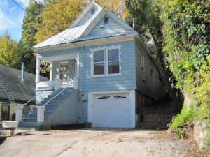 Casa Unifamiliar por un Venta en 5705 CASTLE Avenue Dunsmuir, California 96025 Estados Unidos