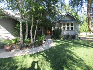 Casa Unifamiliar por un Venta en 12717 INDIAN OAKS Drive Bella Vista, California 96008 Estados Unidos