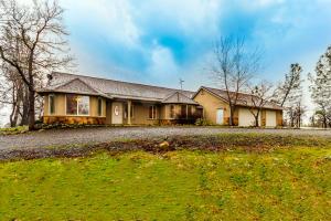 Casa Unifamiliar por un Venta en 15400 SEAMAN GULCH Road Bella Vista, California 96008 Estados Unidos