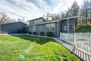Casa Unifamiliar por un Venta en 12234 Old Ranch Road Bella Vista, California 96008 Estados Unidos