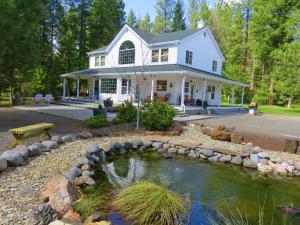 Casa Unifamiliar por un Venta en 39530 McArthur Road Fall River Mills, California 96028 Estados Unidos