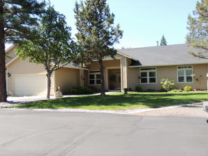 Casa Unifamiliar por un Venta en 43343 SHOSHONI Loop Fall River Mills, California 96028 Estados Unidos