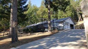 Casa Unifamiliar por un Venta en 11990 Hoadley Peaks Road French Gulch, California 96033 Estados Unidos