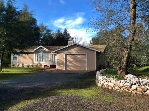 Single Family Home for Sale at 13435 Dry Creek Road Bella Vista, California 96008 United States