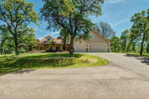 Casa Unifamiliar por un Venta en 24035 Ajax Lane Bella Vista, California 96008 Estados Unidos