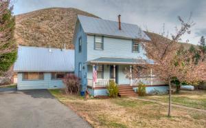 Casa Unifamiliar por un Venta en 14207 MAIN Street French Gulch, California 96033 Estados Unidos