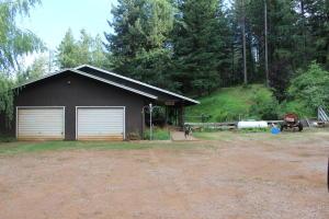 Casa Unifamiliar por un Venta en 26111 Hawkins Creek Road Big Bend, California 96011 Estados Unidos