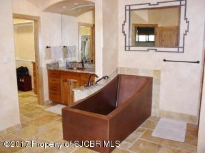 Master tub w/sink 2
