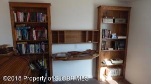 2nd bedroom/ built in shelves