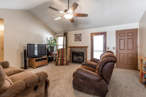 212 North Grand Prairie Willard Mo 65781