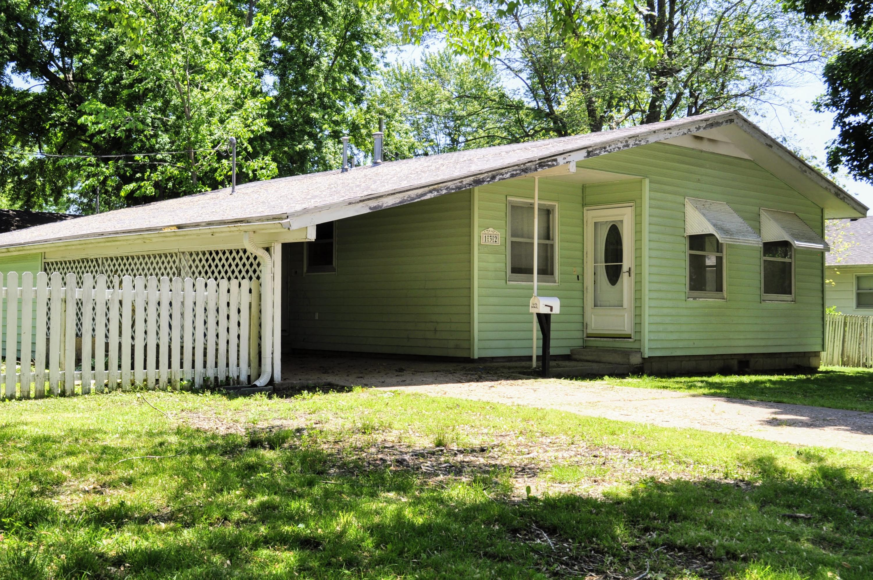 132 North Barker Bolivar Mo 65613