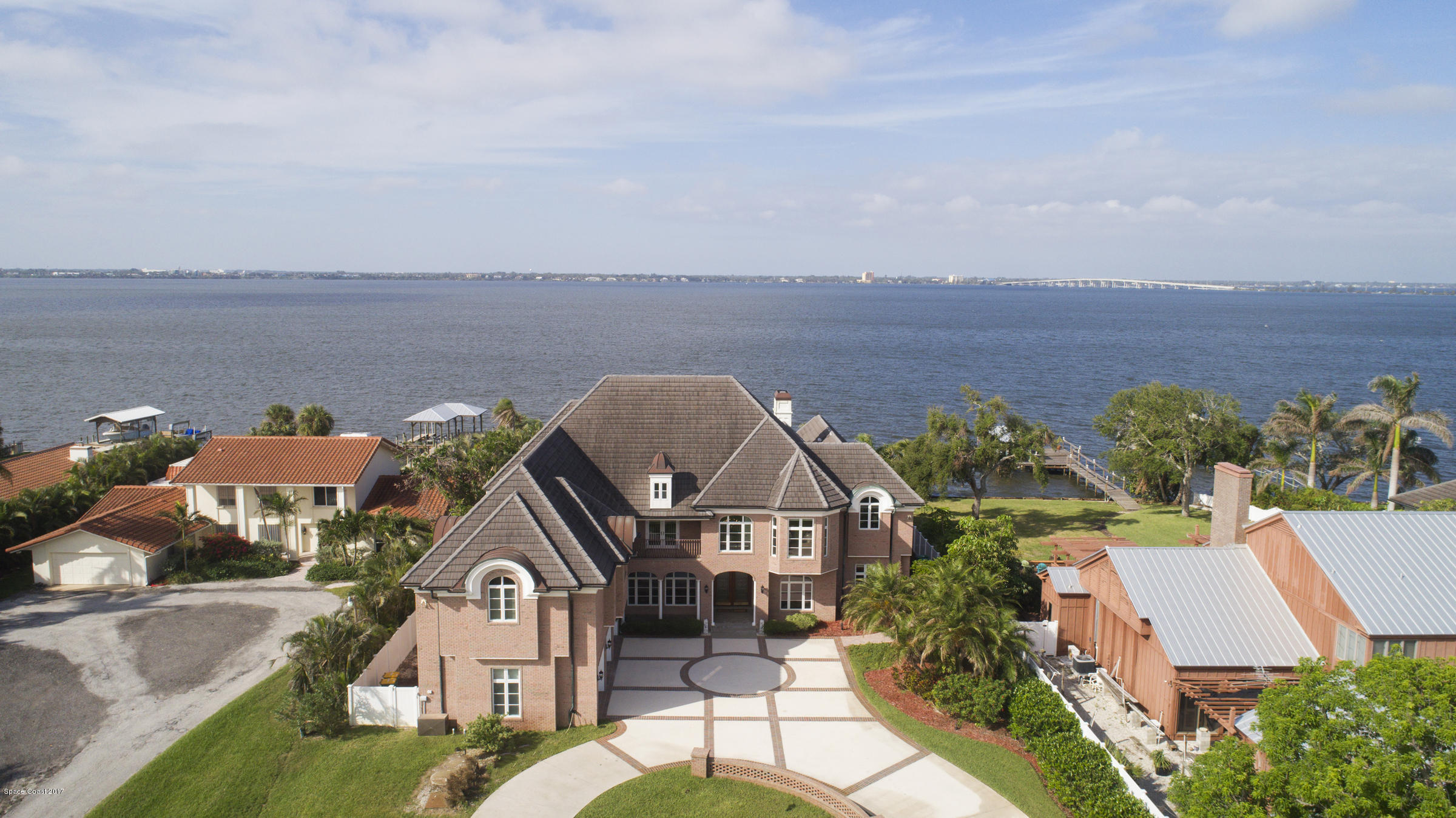 Maison unifamiliale pour l Vente à 2700 N Riverside 2700 N Riverside Indialantic, Florida 32903 États-Unis