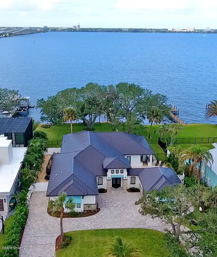 Maison unifamiliale pour l Vente à 510 N Riverside 510 N Riverside Indialantic, Florida 32903 États-Unis