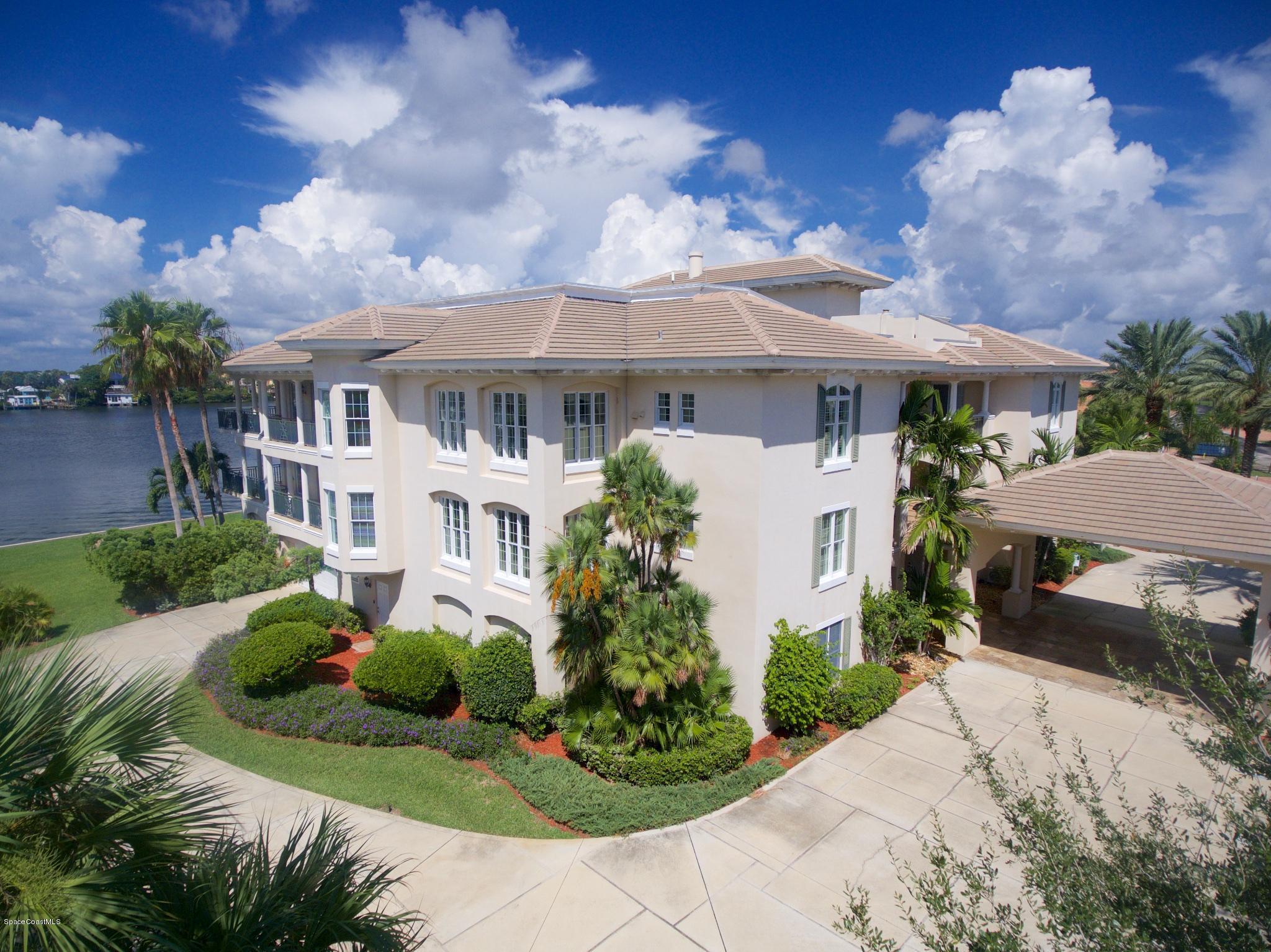 Maison unifamiliale pour l Vente à 4 Marina Isles 4 Marina Isles Indian Harbour Beach, Florida 32937 États-Unis