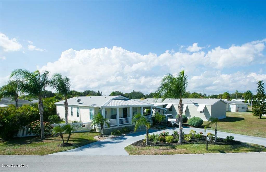 Enfamiljshus för Försäljning vid 705 Pinewood 705 Pinewood Barefoot Bay, Florida 32976 Förenta staterna