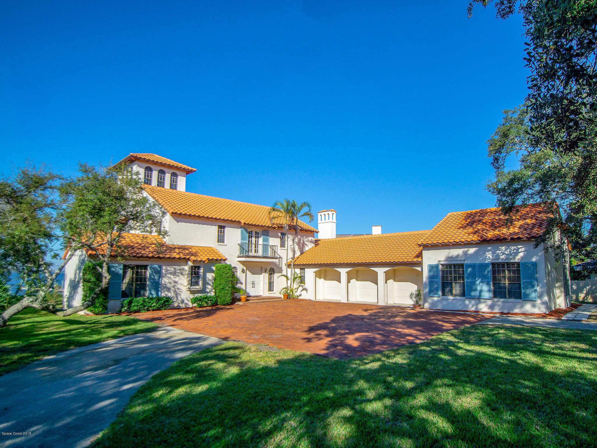 獨棟家庭住宅 為 出售 在 2230 N Riverside 2230 N Riverside Indialantic, 佛羅里達州 32903 美國