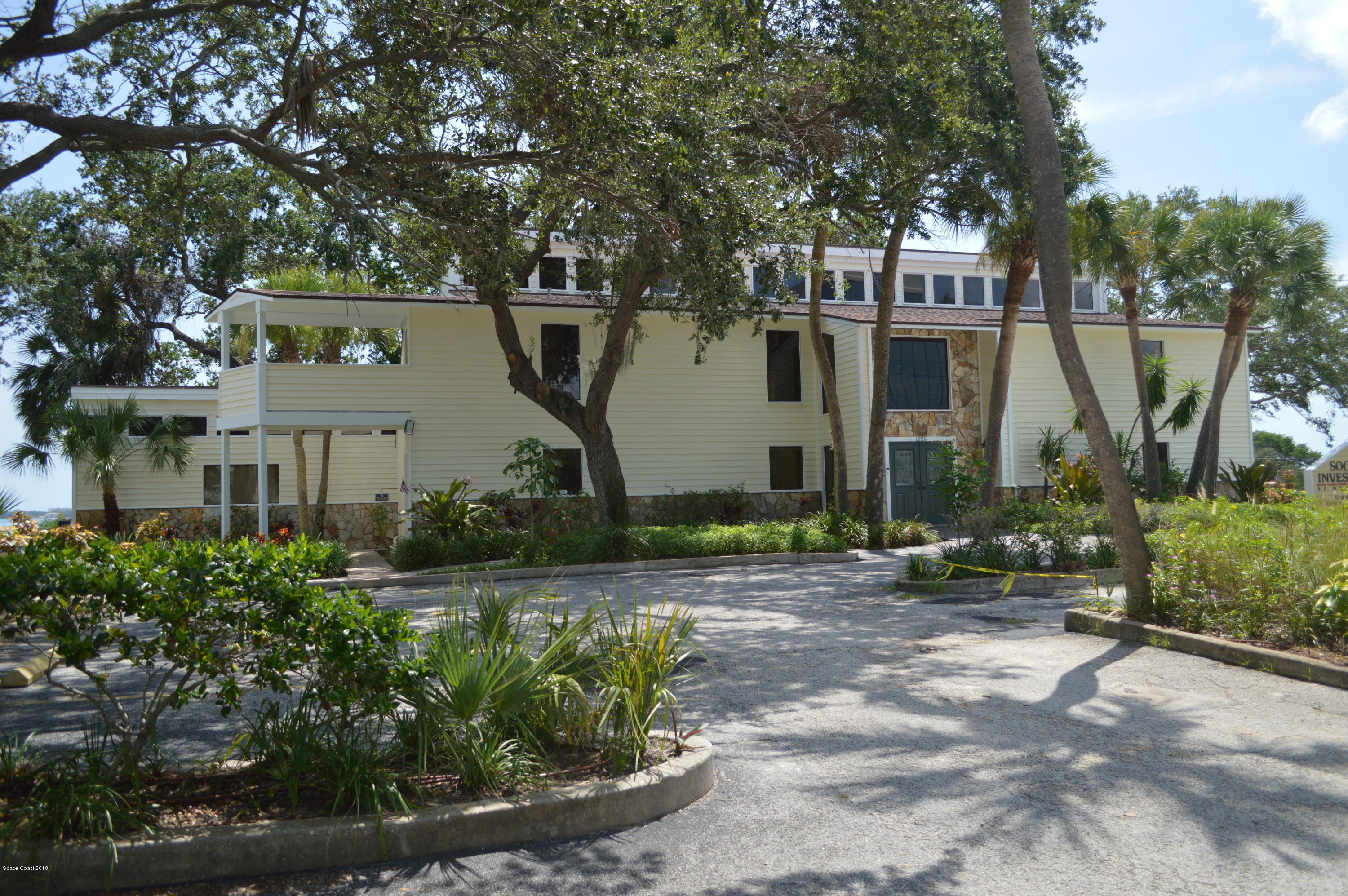 Additional photo for property listing at 1825 Riverview 1825 Riverview Melbourne, Florida 32901 United States