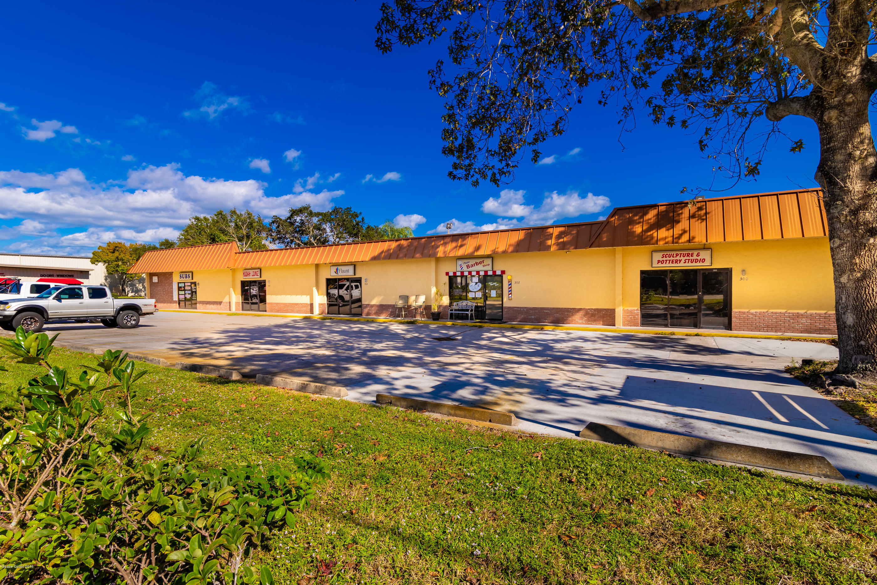 Commercial for Sale at 300 Old Dixie Highway Vero Beach, Florida 32962 United States