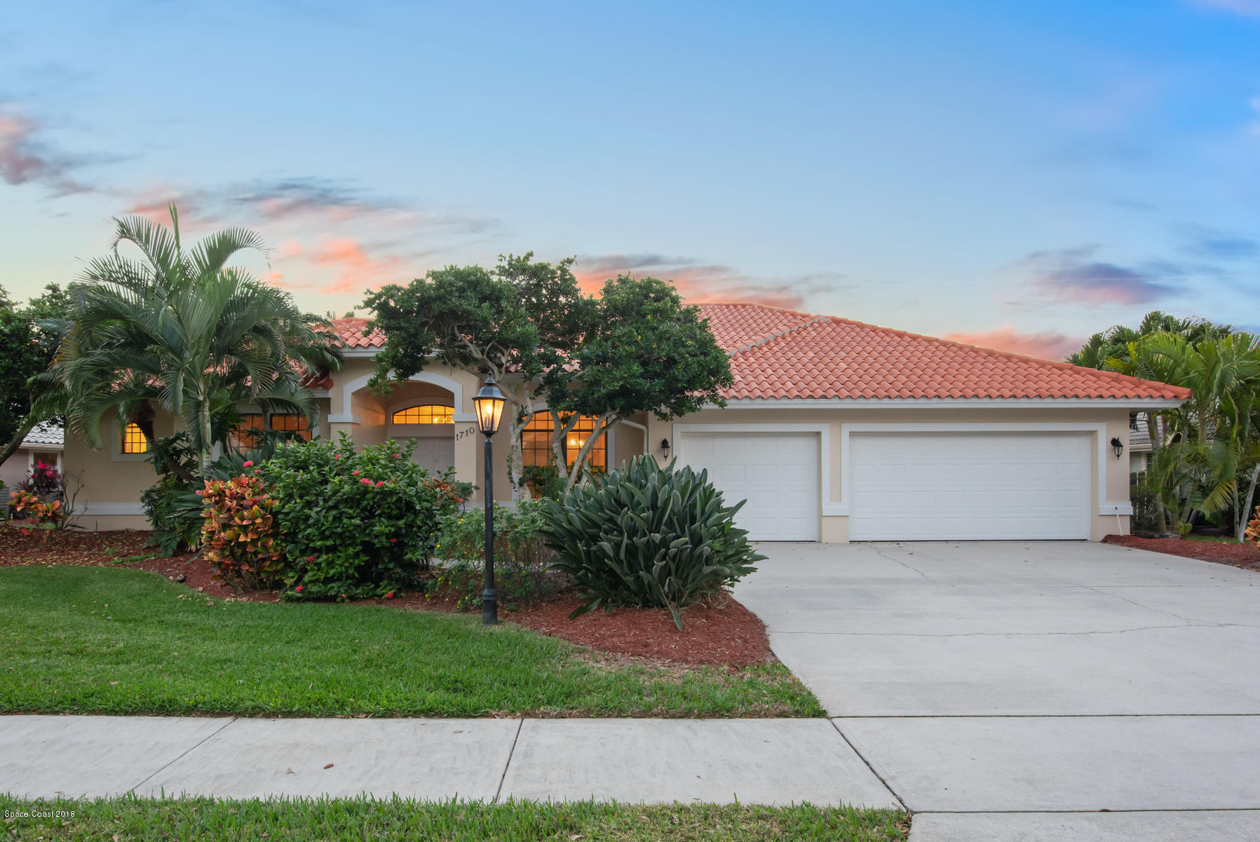 Single Family Home for Sale at 1710 Canterbury 1710 Canterbury Indialantic, Florida 32903 United States