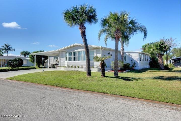 Vivienda unifamiliar por un Venta en 605 Periwinkle 605 Periwinkle Barefoot Bay, Florida 32976 Estados Unidos