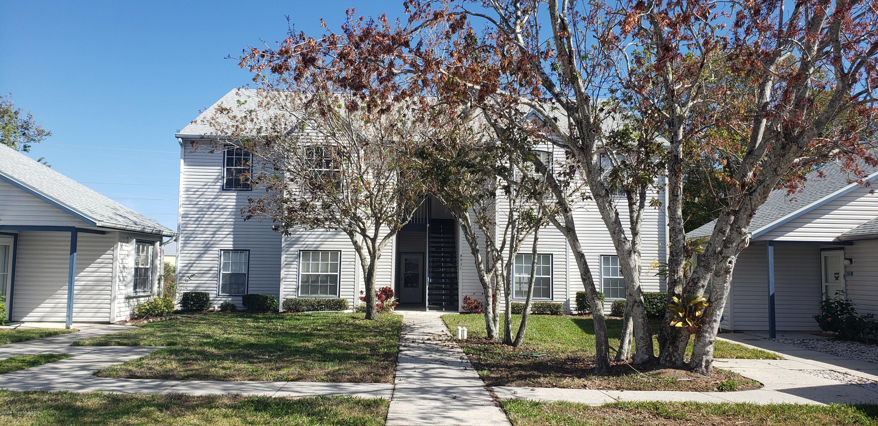 Single Family Home for Sale at 4931 Lake Waterford 4931 Lake Waterford Melbourne, Florida 32901 United States